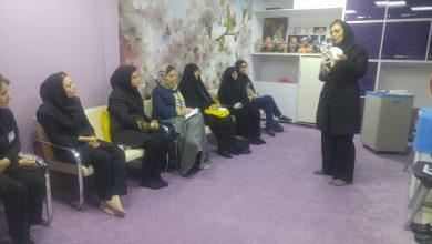 تصویر از برگزاری کلاسهای مشاورهی رایگان به مادران باردار، به مناسبت هفتهی سلامت