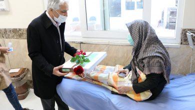 تصویر از عیادت مدیرعامل بیمارستان مهر جناب آقای دکتر طیبی از بیماران بیمارستان امید